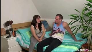 18 JAHRE JUNGE SCHUELERIN bei ersten ANAL SEX gefilmt DEUTSCH